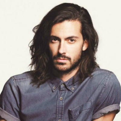 wavy-shoulder-length-hair-men
